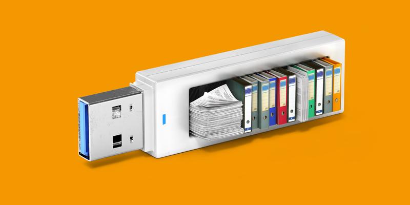Una memoria USB llena de libros, archivos y carpetas