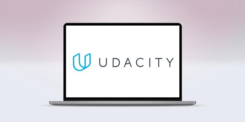 ノートパソコンの画面にあるUdacityのロゴ