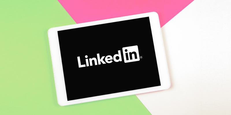 iPad上のLinkedInロゴ